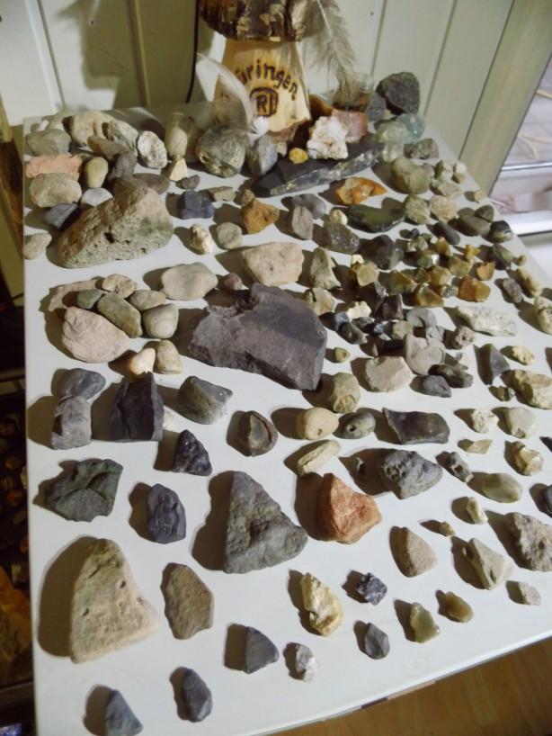 Schatzoekers steentijd verschillende stenen werktuigen sporen